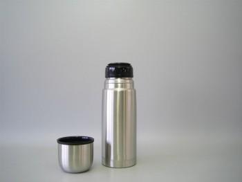 Bouteille isotherme en inox incassable avec bouchon à cliquet - 0.5 L